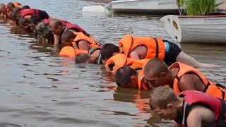 Как курсанты идут на шлюпках по реке Белая из Мелеуза в Агидель