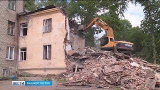 Из-за сноса ветхого здания в Уфе соседний дом трещит по швам