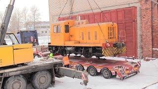 Погрузка тепловоза ТГК2-3839 на трейлер / Loading of TGK2-3839 onto a trailer