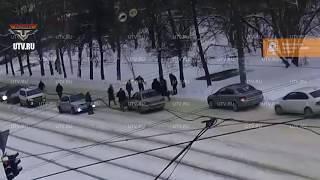 Появилось видео с места аварии в Уфе, где водитель сбил двух маленьких девочек
