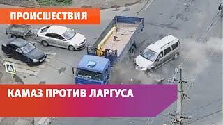 В Уфе КАМАЗ пытался проскочить на «красный» и снес Ларгус