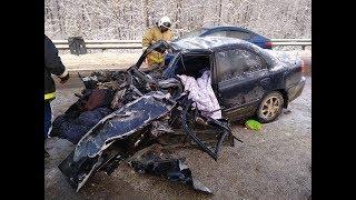Появилось видео лобового столкновения фуры и иномарки в Башкирии