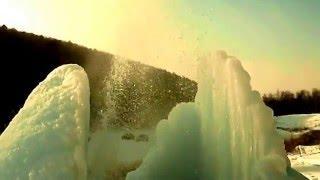 Зимний фонтан на реке Ай у села Лаклы в Республике Башкортостан. Встретить бы здесь Новый год!