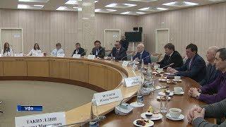 Рустэм Хамитов встретился с хоккеистками команды «Агидель»