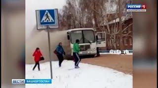В Туймазах пассажирский автобус загорелся на ходу
