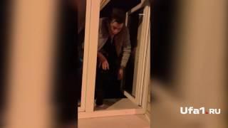 Elvin Grey выпрыгнул в окно