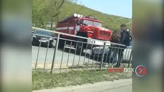 Пожарная машина протаранила универсал во Владивостоке