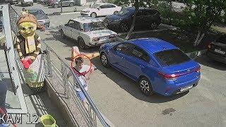 Напавший на пятиклассницу попал в объективы камер