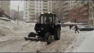 Аварии и перекрытие дорог: на Башкирию обрушился сильный снегопад