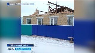 В Федоровском районе Башкирии порывом ветра снесло кровлю жилого дома