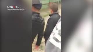 Мужчина подрался с полицейскими
