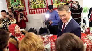 Врио Главы РБ Радий Хабиров повязал ленточку на Дерево дружбы народов