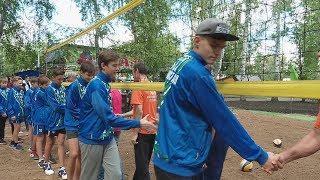 """UTV. В Уфе стартует проект """"Волейбол в каждый двор"""" Первыми спортивную площадку оценили демчане"""