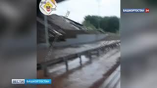 Грунт обвалился под бетонными плитами у Бельского моста в Уфе -  видео момента