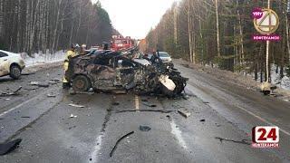 Двое погибли при столкновении автомобилей с бензовозом