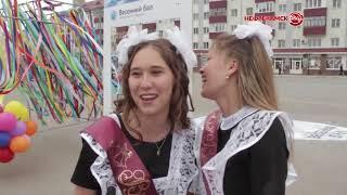 Одиннадцатиклассники станцевали на площади Нефтекамска
