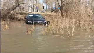 В Давлекановском районе утонул автомобиль