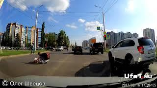 Машина сбила на зебре девушку