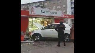 Белый кроссовер протаранил магазин в Стерлитамаке | Ufa1.RU