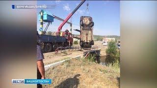В Башкирии автомобиль «нырнул» с моста в реку