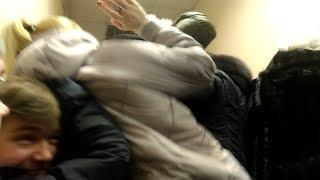 В очереди к наркологу одна женщина напала с кулаками на другую   Ufa1.RU