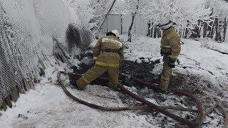 Загадочный источник дыма в Башкирии заливают спасатели