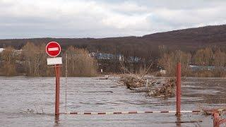 Мелеузовский район.Деревня Сабашево. Понтонный мост через р. Белая ушёл под воду.