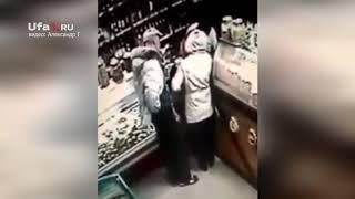 Покупатель напал с ножом