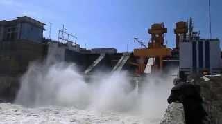 Потрясающее зрелище! Водосброс на Павловской ГЭС в Башкирии