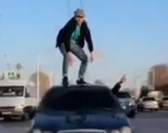 В Башкирии в Стерлитамаке местный житель устроил опасные танцы.