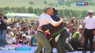 Радий Хабиров и Стивен Сигал провели символический борцовский захват