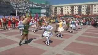 Сибай. 1 мая 2015 г. Центральная площадь. Танцуют все!