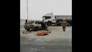 Столкнулись легковушка и фура на трассе в Башкирии   Ufa1.RU