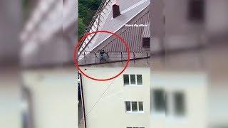 «Отчаянные мужики!»: в Уфе сняли на видео опасные строительные работы