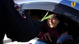 Новости UTV. Сотрудники Госавтоинспекции поздравили автоледи с 8 марта