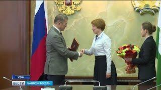 Радий Хабиров наградил уфимских врачей, которые особо отличились в Сибае