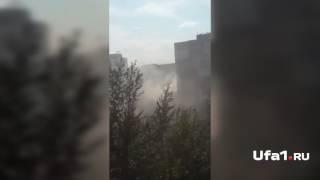 Спасатели вывели жильцов из огня