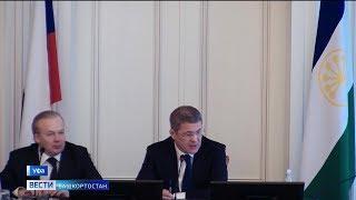 Радий Хабиров поручил подчиненным поторопиться с введением доплат для врачей-инфекционистов