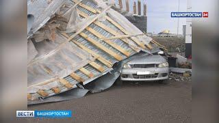 Под Уфой из-за сильного ветра сорвало крышу магазина: повреждены два автомобиля