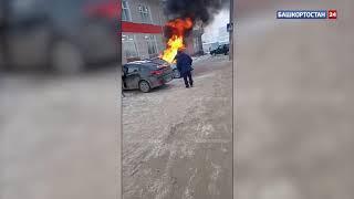 В Башкирии сгорела новая иномарка, которая стояла на парковке перед магазином