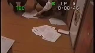Урна с двойными стенками перед открытием избирательного участка 1761 в Давлеканово 2 марта 2008 года