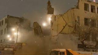 Снести по-тихому не удалось - здание упало на дорогу. Real Video