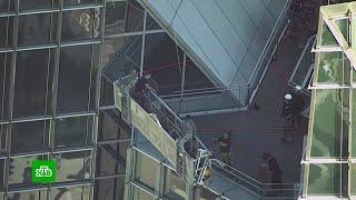 Пожарные в США спасли застрявших на небоскребе мойщиков окон