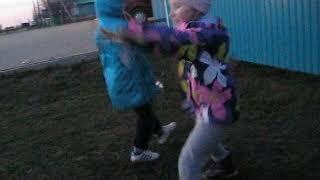1 мая. Дети танцуют 2