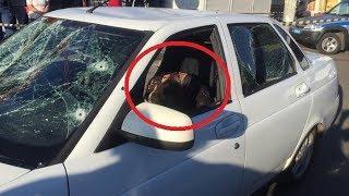 В Уфе неизвестный открыл стрельбу по машине с людьми, есть погибший