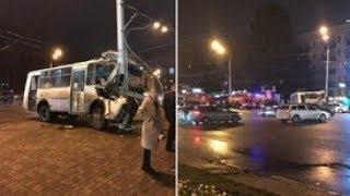В Уфе в ДТП с автобусом пострадали 10 человек.