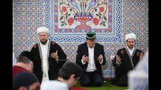 Радий Хабиров принял участие в коллективном намазе в честь праздника Ураза-байрам