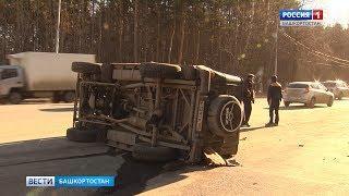 Два человека пострадали в аварии с перевернувшимся УАЗом в Уфе