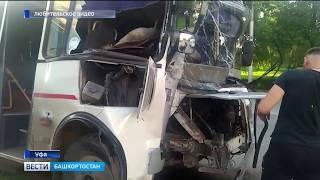 В Уфе маршрутка врезалась в столб: пострадали пять человек