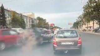 Момент массовой аварии с участием четырех машин в Уфе попал на видео